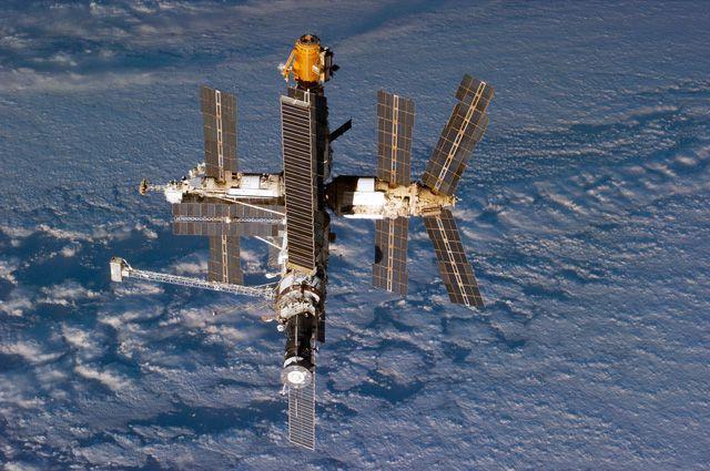 Фотография орбитальной станции «Мир» 24 сентября 1996 года.