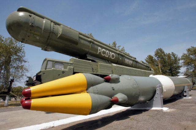 Ракетный комплекс средней дальности РСД-10 «Пионер».