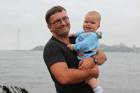 Счастливые отец и сын.