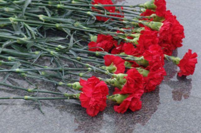Участники автопробега возложат цветы к памятнику Жукова.