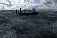 Несмотря на наступление тепла, рыбаки всё равно отправляются на зимнюю рыбалку.