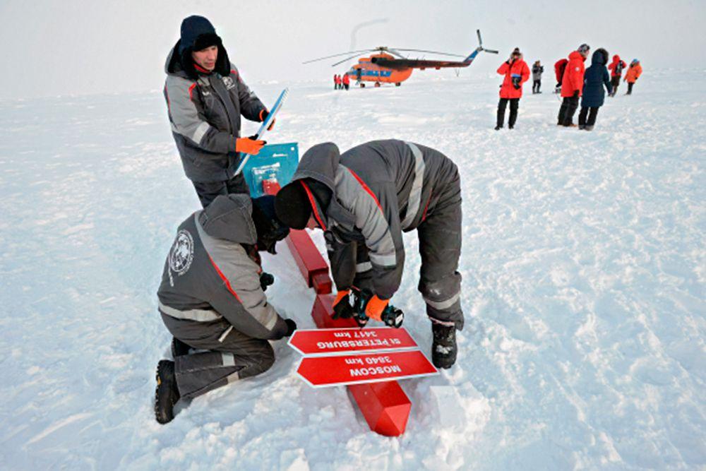 Еще два года назад у многих ученых - и российских, и зарубежных - был скепсис по поводу того, удастся ли найти подходящую льдину и осуществить этот проект.