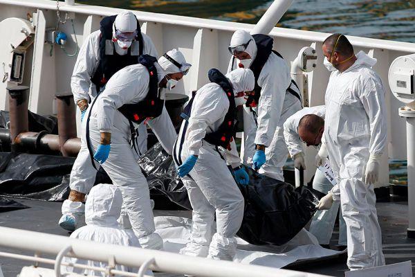 Ранее на этой неделе неправительственная организация Save the Children сообщила о гибели порядка 400 человек при крушении нескольких лодок с нелегалами в Средиземном море.
