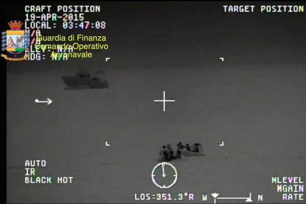 Кроме того, к поискам привлечены два вертолета ВМС, один вертолет Финансовой гвардии и легкий самолет службы береговой охраны.