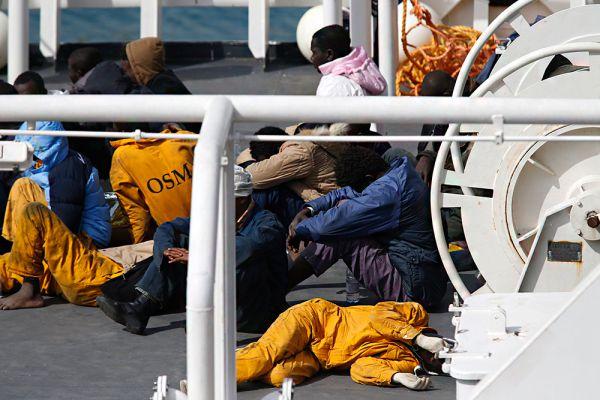 Франсуа Олланд призвал провести экстренное совещание глав МВД и МИД стран ЕС в связи с трагедией в Сицилийском проливе.