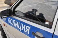 Полицейские занимаются поиском водителя.