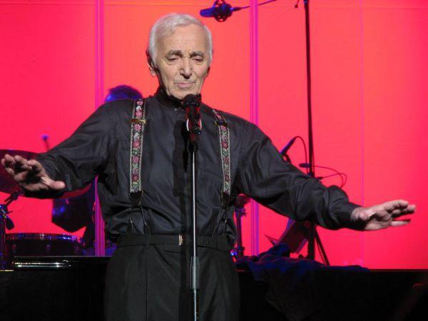 Свой первый альбом - «Иезавель» - певец выпустил в 1953 году. Следующий – «Темно-серый войлок» - через два года, третий альбом – «Моя жизнь» - еще через год.