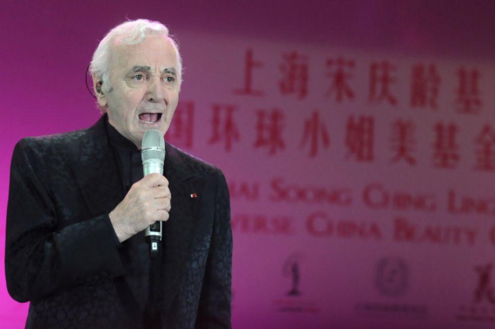 Шарль Азнавур также написал музыку к опереттам «Monsieur Carnaval» (1965), «Douchka» (1973) и «Lotrek» (2004).