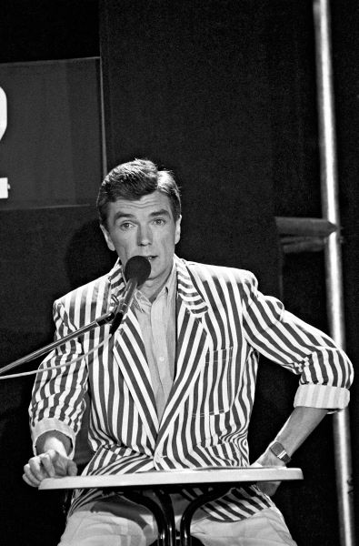 Диктор Центрального телевидения Юрий Николаев, ведущий программы «Утренняя почта». Выходит с 7 сентября 1974 года.