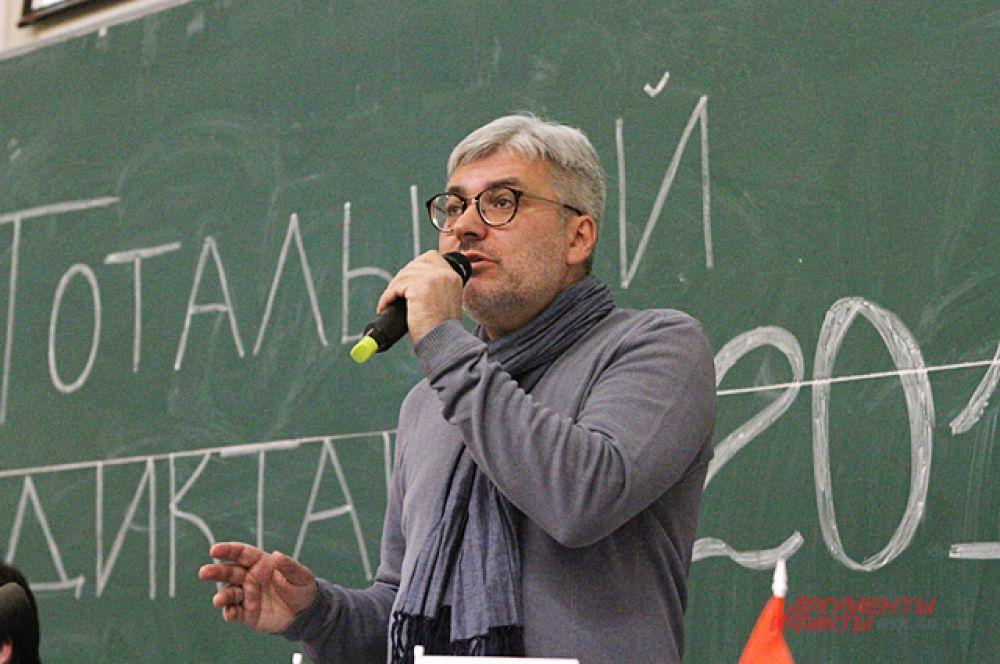 Текст под названием «Волшебный фонарь. Часть 2: Парк» здесь прочёл автор - Евгений Водолазкин.