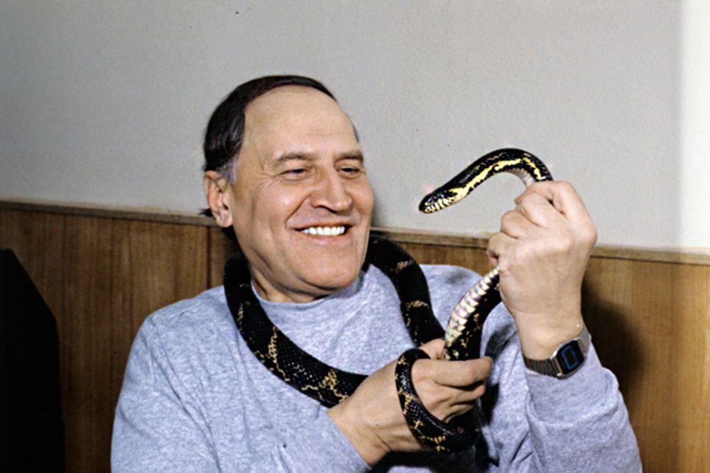 Николай Дроздов, ведущий телепередачи «В мире животных». Передача выходит с 1968 года.