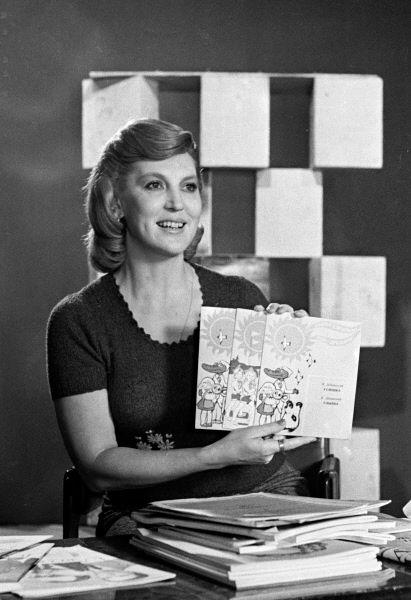 Заслуженная артистка РСФСР Элеонора Беляева ведет передачу «Музыкальный киоск». Программа выходила с 1960 по 1991 годы, с 1992 по 1995 годы и  с 2005 по 2010 годы.