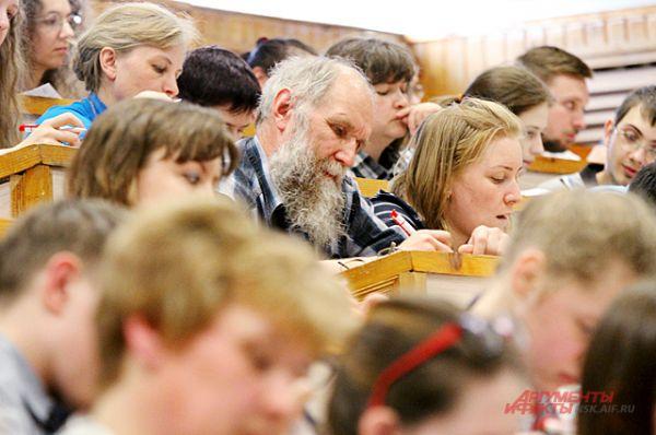 Горожане готовились к диктанту как могли. Кто-то, желая написать диктант на «отлично», посещал курсы русского языка, которые начались в феврале...
