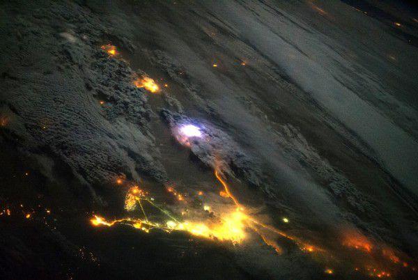 Молния: вид сверху