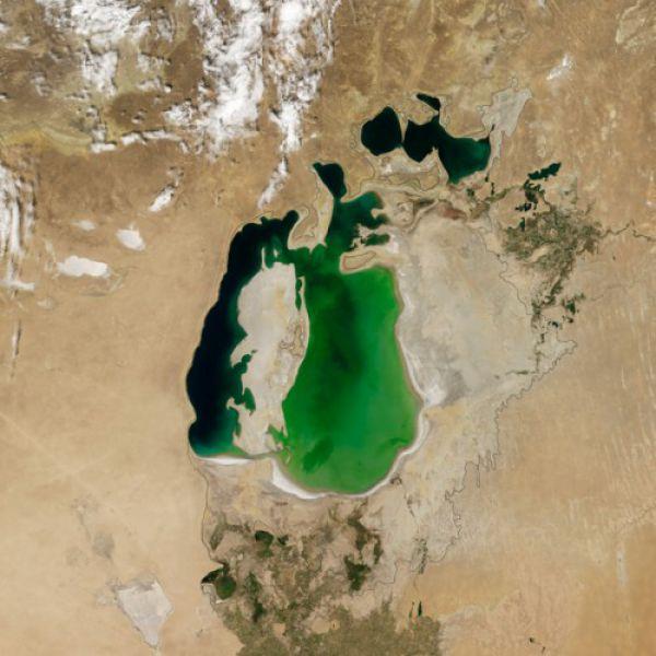 Аральское море в 2000 году