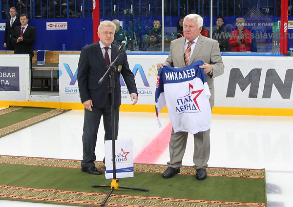 В январе 2015 года Сергей Михайлович вошел в число 146 хоккеистов и тренеров, включенных в Зал Славы Российского хоккея.