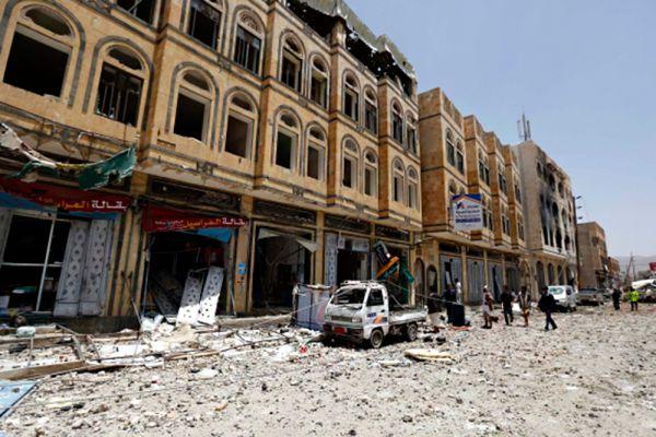 С 26 марта коалиция арабских стран во главе с Саудовской Аравией проводит в Йемене военную операцию «Буря решимости» против сторонников движения «Ансар Алла» (хуситов), контролирующих большую часть территории страны, в том числе столицу Сану.