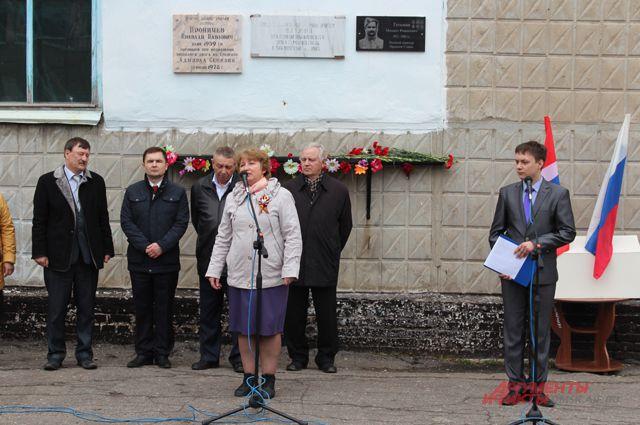 На здании школы открыли ещё одну мемориальную доску.