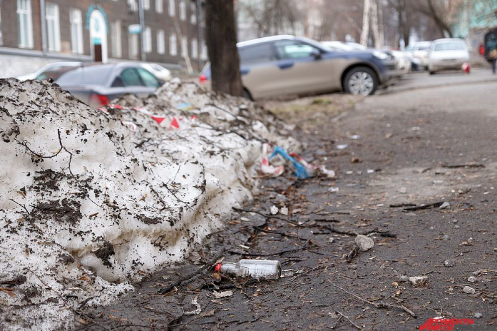 Аналогичная проблема и на тротуарах города.