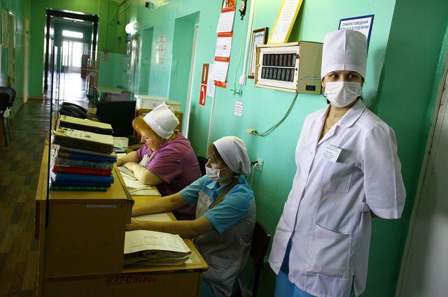 Медики завалены бумагами и оплетены компьютерной сетью
