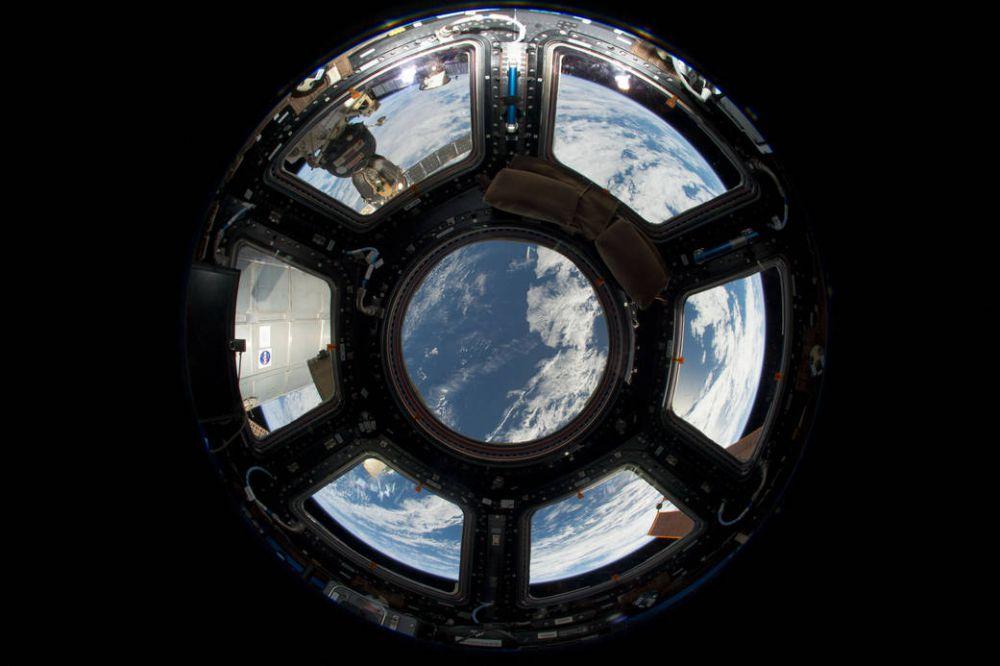 Вид на Землю из иллюминатора Международной космической станции. Фото сделано 12 июня 2013 года.