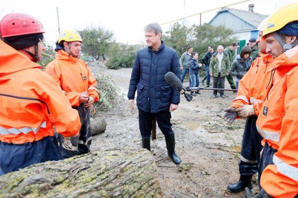 Губернатор поставил задачу восстановить пострадавшие поселки Ейского района до холодов, сентябрь 2014 год.