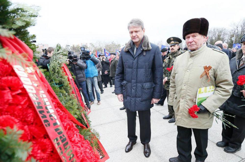 Губернатор в Чистяковской роще на торжественной церемонии у мемориала «жертвам фашизма», февраль 2015 год.