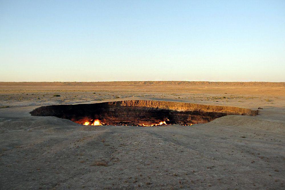 Ничто, попавшее в кратер, уже не может выбраться. Любое живое существо обречено. Попав в загробный мир через эти «двери», никто не может выбраться.