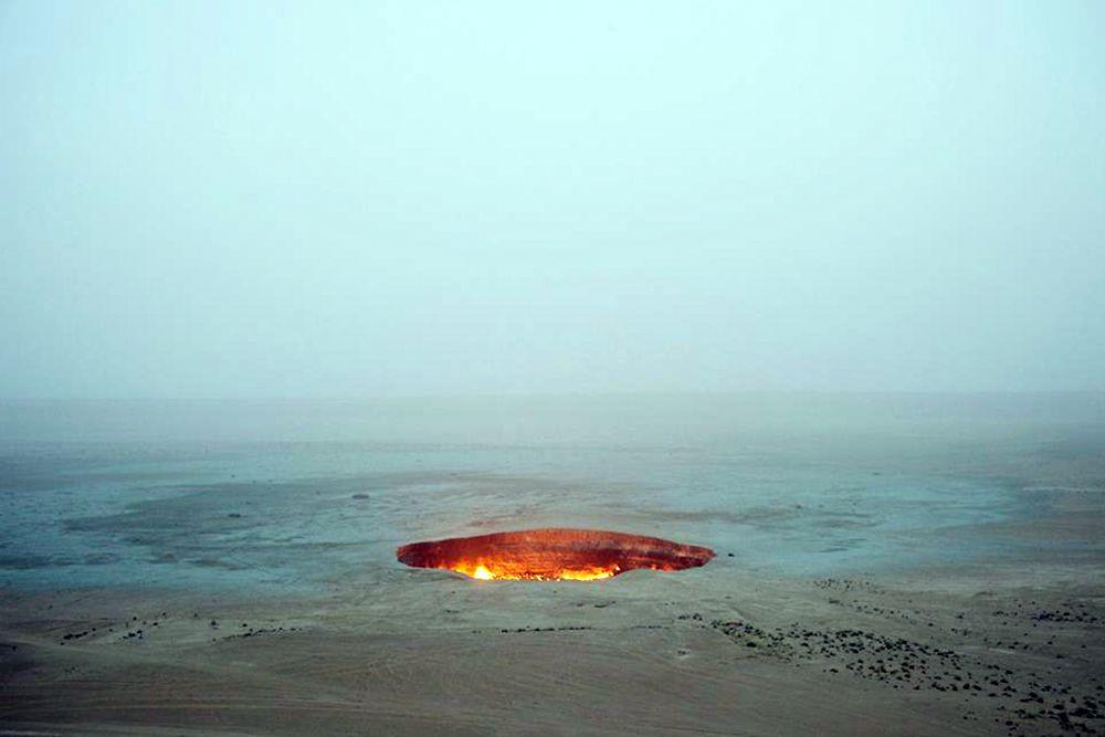 В ноябре 2013 года известный путешественник и исследователь Джордж Коронис из Канады спустился на дно кратера для проведения исследований и сбора образцов.