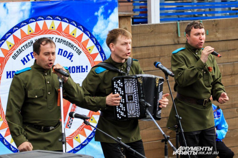 Военные песни звучали свежо и современно.