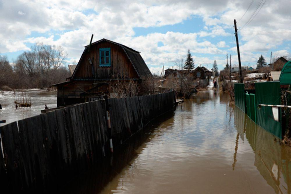 Прорыв дамбы на реке Бердь на территории рабочего поселка Маслянино в Новосибирской области произошел утром в четверг, 23 апреля.