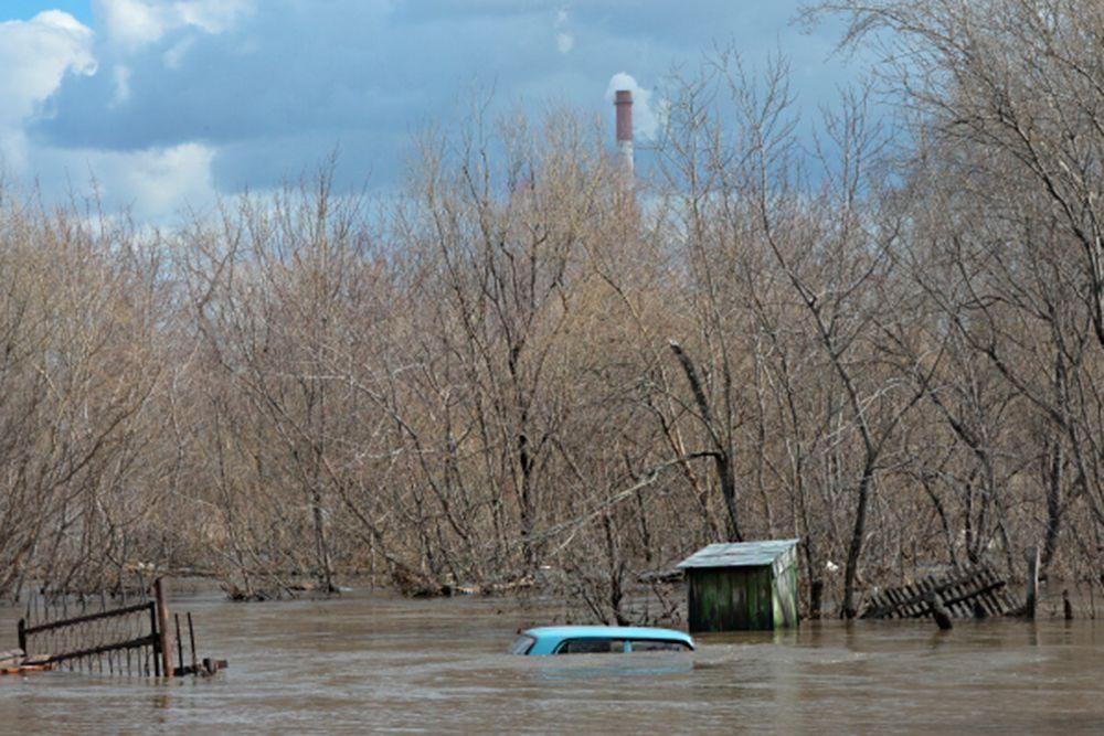 Полицейские местного отдела полиции оповестили население об угрозе стихийного бедствия.