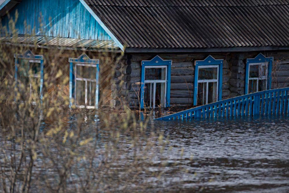 «Подтопленные дома расположены в низком месте рельефа», - отмечается в сообщении МЧС.