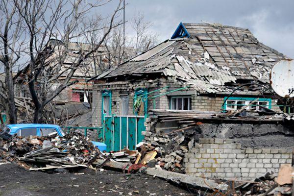 Власти ДНР уверены, что гражданская война на востоке Украины вот-вот вспыхнет с новой силой. В Донецке считают, что Киев полностью подготовился к срыву перемирия - удар украинские силовики могут нанести в любой момент.