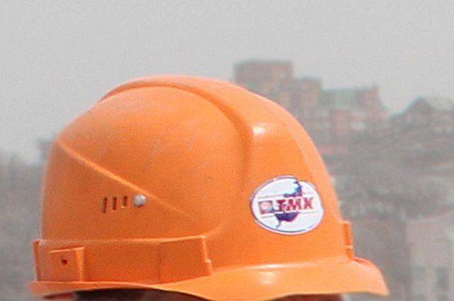 Логотип «ТМК» на строительной каске.