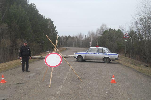 Некоторые дороги Омской области перекрыты из-за паводка.