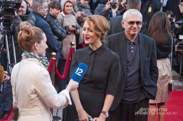 Актриса Виктория Исакова и кинорежиссёр, генеральный директор киноконцерна «Мосфильм» Карен Шахназаров.