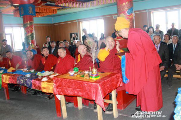 Дид Хамбо лама Сангхи России Дагба Очиров благословил будущего настоятеля дацана.