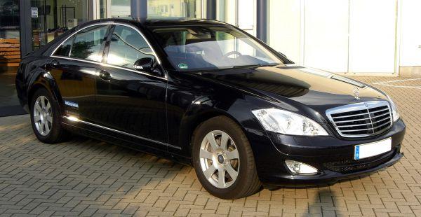 А среди автомобилей представительского класса лучшим оказался Mercedes-Benz S-class.