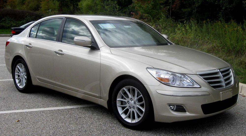 Среди автомобилей бизнес-класса лидировал Hyundai Genesis.