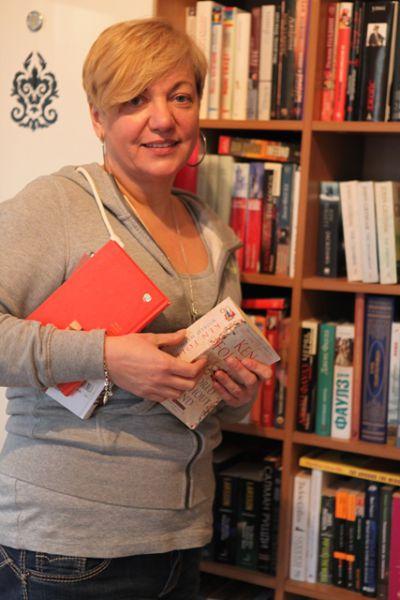 Гонтарева показывает свою библиотеку