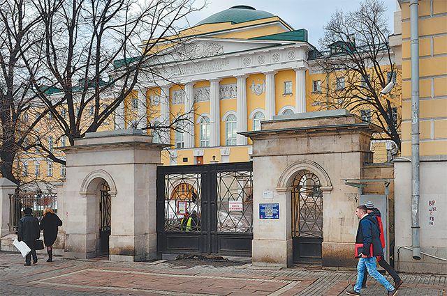 Один из старых корпусов МГУ на Моховой.