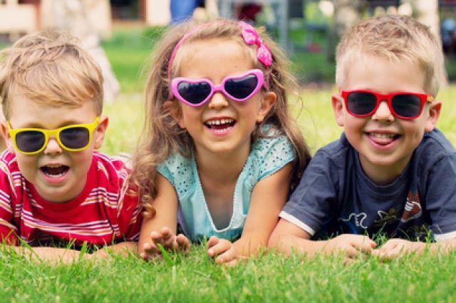 36b6d8d47e14 Солнцезащитные очки для детей   Будівництво Дерев яних Будинків