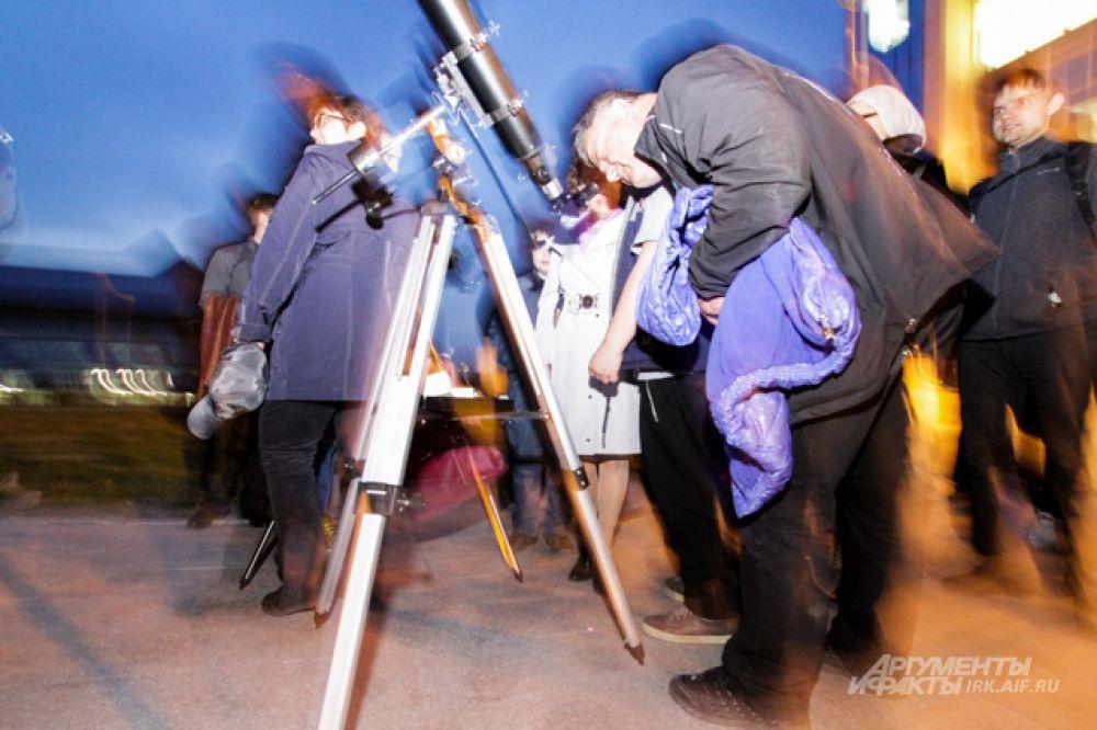 Больше всего участников вечера тротуарной астрономии было зафиксировано в апреле 2011 года.