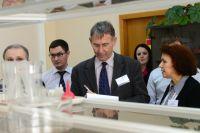 Международный аудитор г-н Райнер Фельд (в центре) интервьюирует персонал Балаковской АЭС.