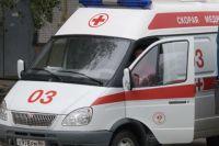 На место аварии приехала скорая и увезла женщину в больницу.