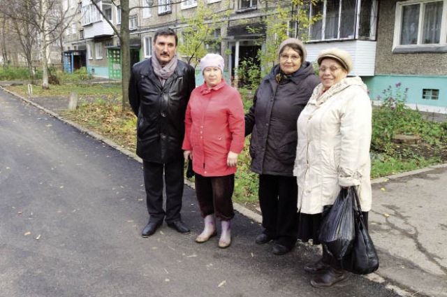 Олег Афлатонов со своими избирателями.