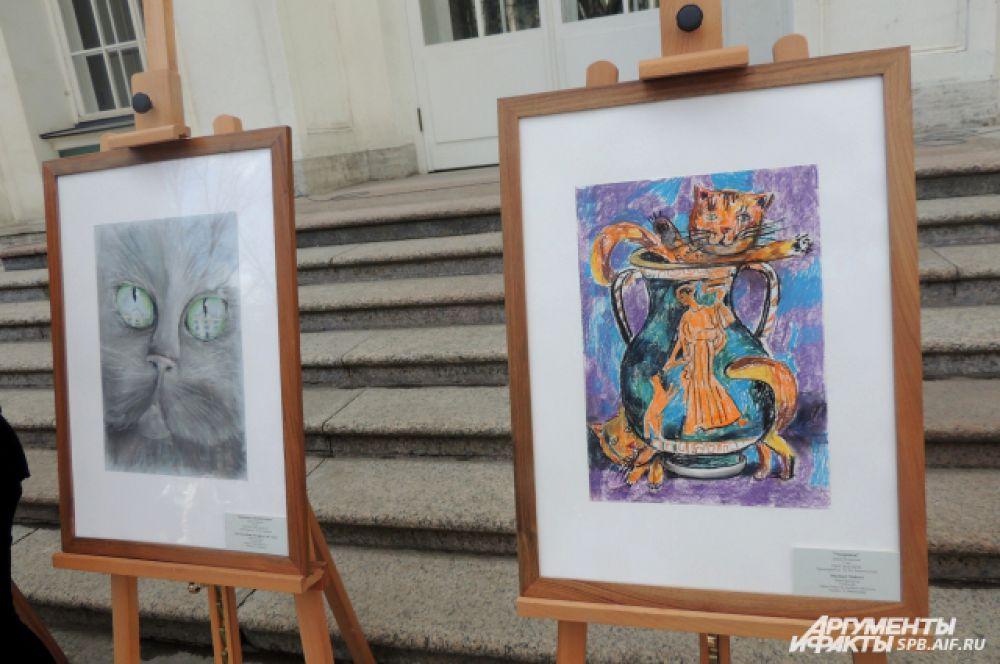 Во дворе Эрмитажа прошла выставка рисунков.