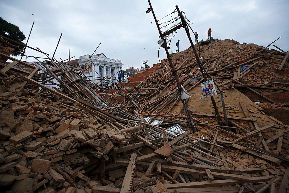 Экономический ущерб от разрушительного землетрясения, произошедшего в субботу в Непале, может составить 5 миллиардов долларов, или 20% от ВВП страны, сообщил телеканал CNN со ссылкой на экспертов аналитической компании IHS.