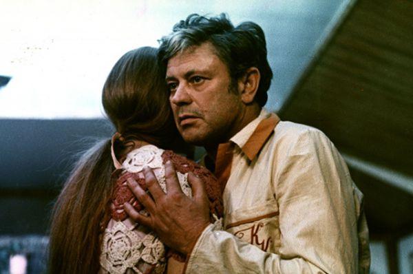 Самый большой успех и признание ждали актера после выхода на экраны картины Андрея Тарковского «Солярис» (1972), в которой Банионис исполнил роль главного героя: психолога Криса Кельвина, прибывающего на космическую станцию, с которой ее обитатели посылают Земле странные сообщения.
